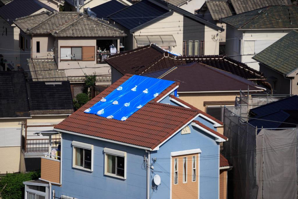 台風に備えて屋根修理を