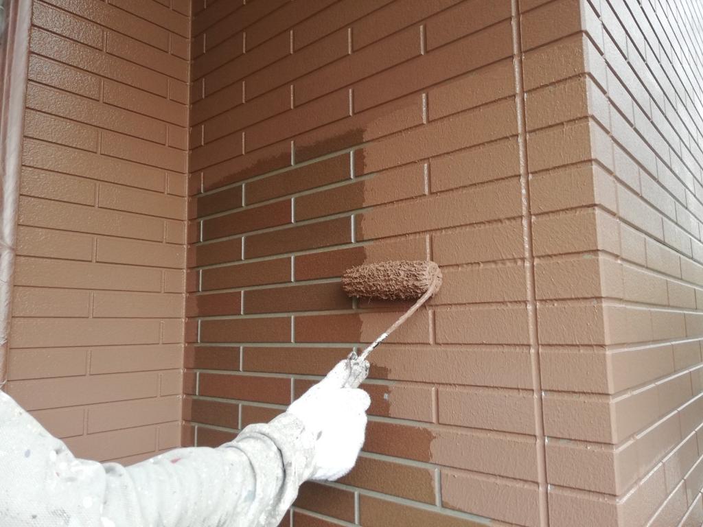 外壁塗装の中塗りには最新型塗料を採用