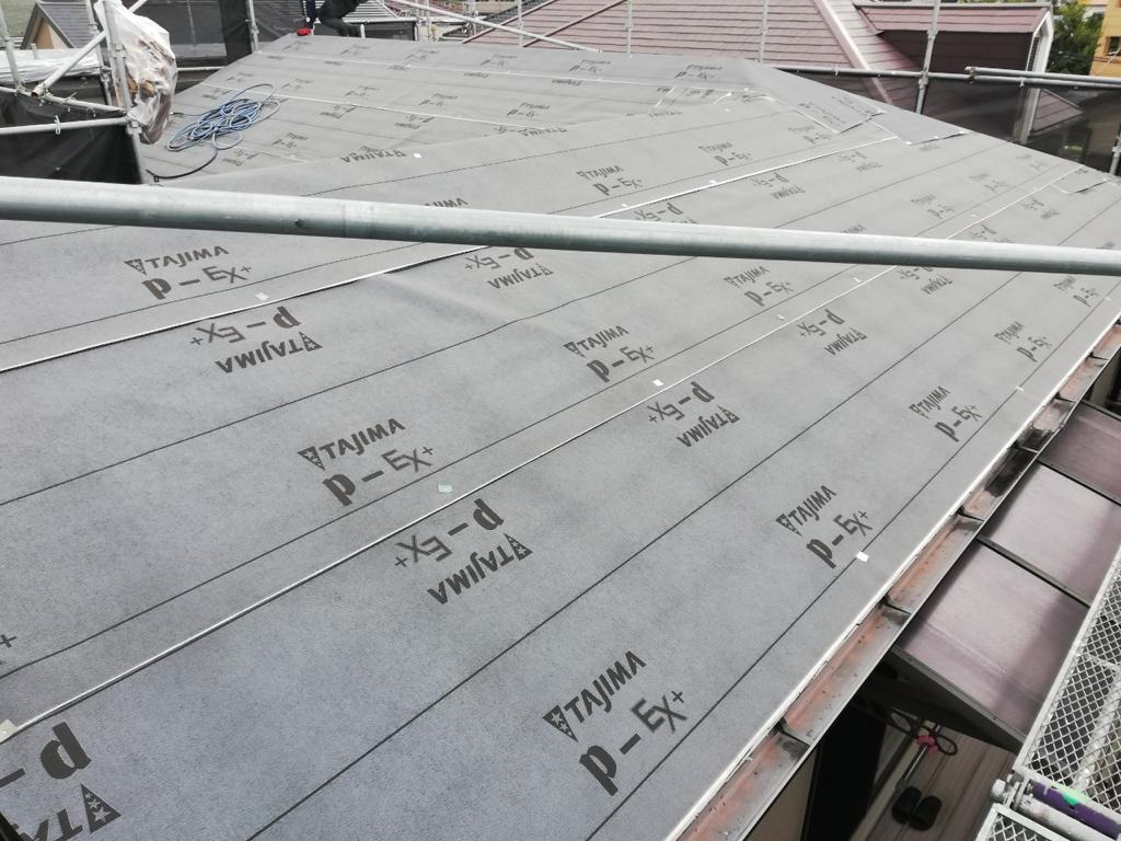 屋根修理の下地となる断熱シート
